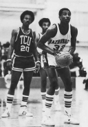 Moncrief was the team's nucleus in 1978. He led the team in rebounding (7.7) and shooting (59%) while finishing second in scoring (17.3). Brewer was the team's top scorer (18.0) and a phenomenal defender. Delph, meanwhile, was the team's best shooter, third in scoring (16.8) and a solid rebounder (5.7). Steve Schall, Jim Counce -- the team's assist leader (3.3) -- U.S. Reed, and Alan Zahn rounded out the rest of the Hogs' primary contributors.
